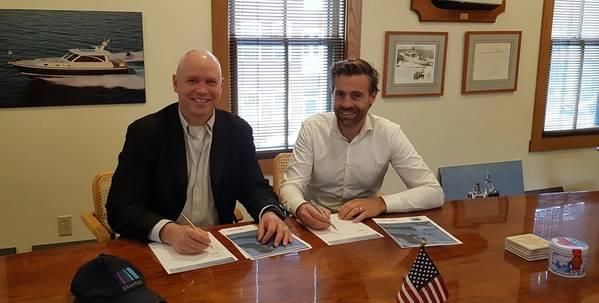 مورغان فانبيرج ، الرئيس ، Glosten (يسار) و Basjan Faber ، الرئيس التنفيذي لشركة C-Job. (الصورة: Glosten)