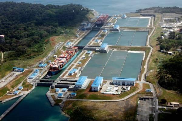 واستمر قطاع الحاويات في العمل كقطاع سوق رائد للحمولات عبر القناة ، حيث بلغ 159 مليون طن من إجمالي البضائع المستلمة ، منها 112.6 مليون طن من أجهزة الكمبيوتر / UMS عبرت القناة الموسعة. (الصورة: هيئة قناة بنما)