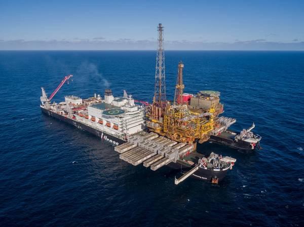"""وستكون سفينة """"ألزاس"""" المخططة، التي ستطلق عليها """"مدهش النعمة""""، نسخة أكبر من سفينة """"بايونيرج سبيريت"""" القائمة، والتي أزالت منصة """"برنت دلتا"""" في بحر الشمال العام الماضي (في الصورة). (فوتو: ألزاس)"""