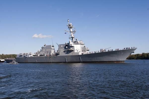 ファイル写真:アーリーバーク級駆逐艦USSラファエルペラルタ(DDG 115)、2017年に委託(米海軍写真提供:General Dynamics、Bath Iron Works)
