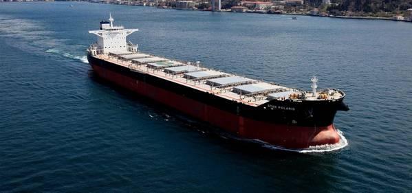 图:明星散货船