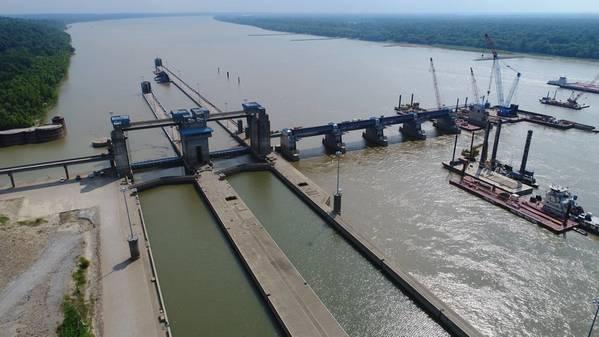 奥姆斯特德锁和水坝复合体的航拍图像。信用:USACE