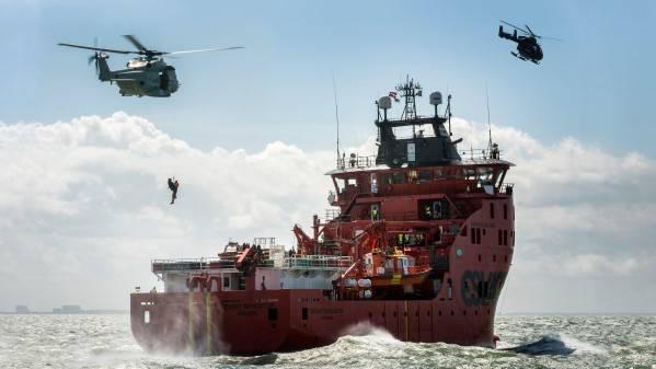 来自比利时反恐部队和警察的武装和训练有素的士兵访问了Esvagt Mercator(照片:ESVAGT)
