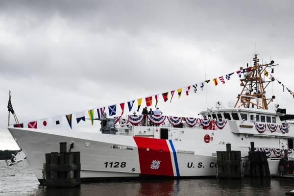 海岸卫队切割机Nathan Bruckenthal于2018年7月25日在弗吉尼亚州亚历山大市举行的调试仪式前停泊.Bruckenthal是第28届Sentinel级快速响应切割机。 (美国海岸警卫队摄影:Charlotte Fritts)