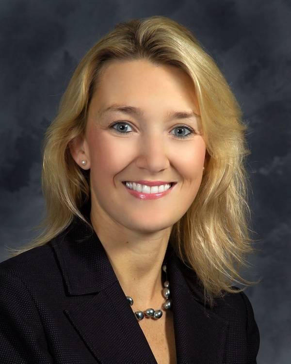 纽约港新闻造船部门合同和定价副总裁Christie Thomas。 (照片:HII)