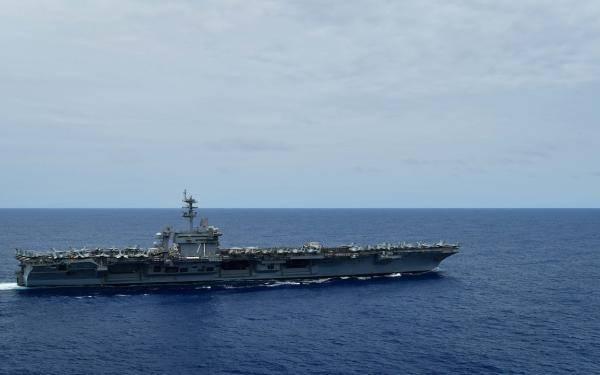 (Φωτογραφία του Αμερικανικού Ναυτικού από τον Anthony J Rivera)