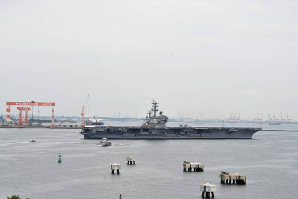 (Фото ВМС США от Питера Бургарта)