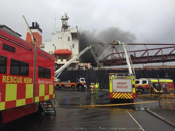 (Фото любезности Фото: пожарная и спасательная NSW)
