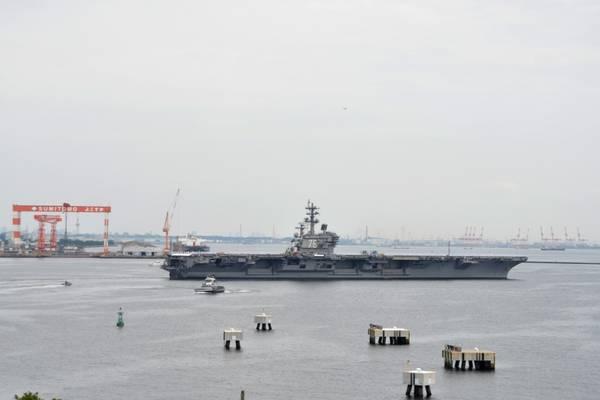 (पीटर बर्गार्ट द्वारा अमेरिकी नौसेना फोटो)