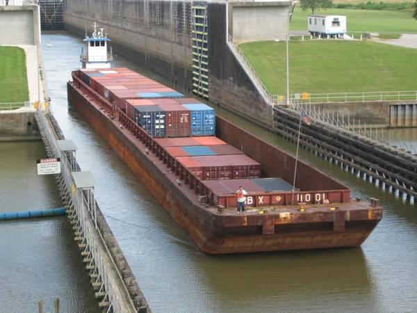 (फोटो: बैटन रूज का बंदरगाह)