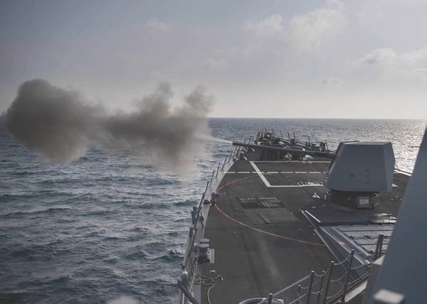 (Foto de la Marina de los Estados Unidos por Morgan K. Nall)