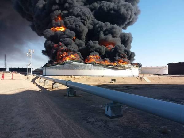月曜日、ナショナル・オイル・コーポレーションは、ラス・ラヌフ港湾ターミナルで貯蔵タンク2と12の喪失を確認した(写真:NOC)