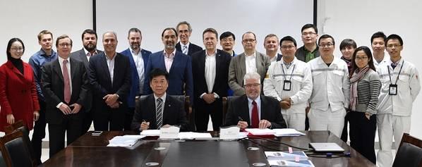 SunStone(オーナー)、CMHI(ヤード)、Tillberg(インテリアデザイナー)、Ulstein Design&Solutions(船舶デザイナーおよび機器パッケージサプライヤー)、およびMakinen(インテリアサプライヤー)の代表者。写真:ウルスタイングループASA