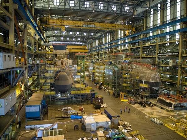 档案照片:2013年在Barrow-in-Furness的BAE系统造船厂建造的Astute级潜艇(照片:英国皇家海军)