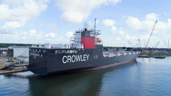 Το El Coqui, ένας αερομεταφορέας ConRo της Αμερικανικής σημαίας, που χτίστηκε πρόσφατα ειδικά για τις πράξεις Jones Act Caribbean και τροφοδοτείται από φιλικό προς το περιβάλλον ΥΦΑ. ΠΙΣΤΩΣΗ: Crowley Maritime