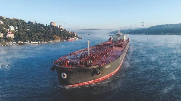 Die MT Seriana am Bosporus: Starke Korrosionsprobleme wurden mit Chevrons Zylinderöl Special HT Ultra 140 BN gelöst. (Foto: Chevron)