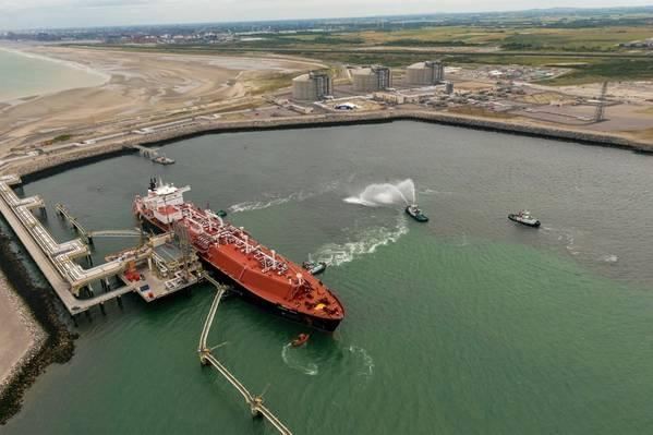 Dunkerque液化天然气终端接收其第一批液化天然气货物。图:EDF