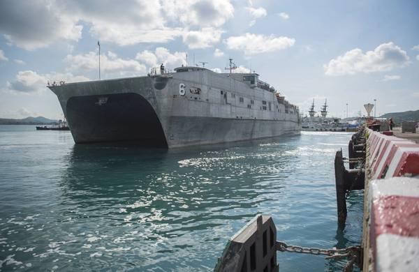Foto oficial do arquivo da Marinha dos EUA no USNS Brunswick (T-EPF 6). Este navio está na mesma classe que a PCU Burlington (EPF 10).