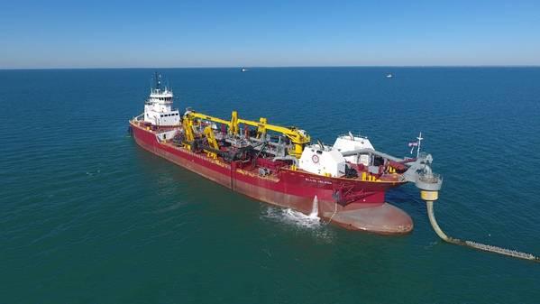 GLDDのホッパー浚渫船、エリス島(写真:GlobeNewswire)