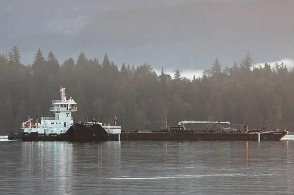 Island Raider / ITB Resolution em Burrard Inlet (crédito da foto: Carolyn Matt, Island Tug)
