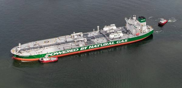 Korolev Prospect está siendo atracado por bunkering con GNL en el puerto de Rotterdam. Imagen: Servicio de prensa SCF