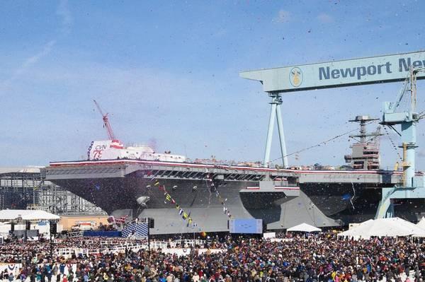 Mais de 20.000 convidados participaram da cerimônia de batismo do porta-aviões John F. Kennedy (CVN 79) na divisão de construção naval de Newport News. (Foto: Ben Scott / HII)