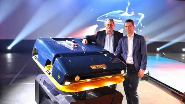 Morten Fon, Presidente y CEO, Jotun (izquierda) y Geir Haaoy Presidente y CEO, Kongsberg (derecha). Imagen: Jotun