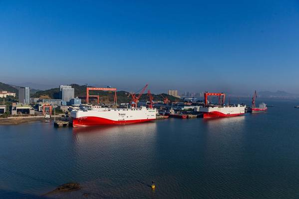 Siem Confucio y su barco hermano Siem Aristóteles son los primeros PCTC transatlánticos (Pure Car Truck Carriers) que operan a tiempo completo en GNL. Foto: MAN ES