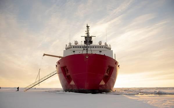 USCG砕氷船ヒーリー(CREDIT NyxoLyno Cangemi USCG)