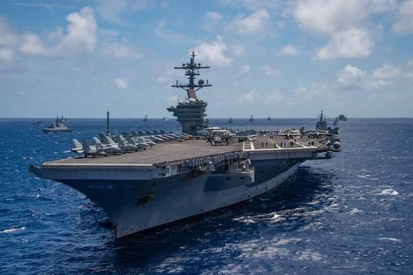 USS Карл Винсон (CVN 70) (фотография ВМС США Артурвайн Л. Маркес)