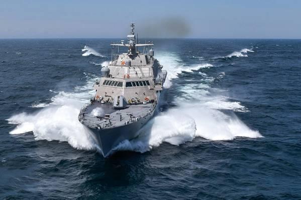 USS Detroit (LCS 7) (Marinha dos EUA Foto cortesia de Lockheed Martin-Michael Rote)