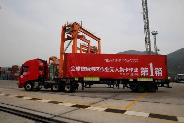 Westwell开发的世界第一辆无人驾驶货柜车于今年初在中国珠海港揭幕。照片:韦斯特韦尔