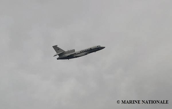 Um avião da Marinha Francesa está ajudando na busca por oito tripulantes ainda desaparecidos do navio afundado de suprimentos rebocadores Bourbon Rhode. Três dos 14 tripulantes a bordo no momento do naufrágio foram resgatados e três foram confirmados como mortos. (Foto: Marine Nationale)