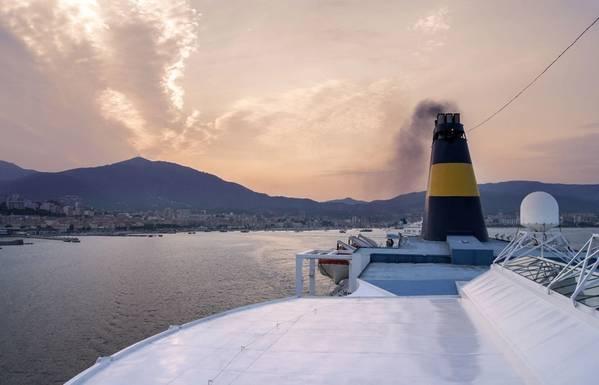"""""""ستكون هناك بعض المشاريع ، والكثير منها في جنوب شرق آسيا ، حيث تتطلع المصافي إلى أخذ القاع من البرميل ، ومنتجات المخلفات ، ووضعها في عملية تغويز لإنتاج الهيدروجين الذي يمكن استخدامه بعد ذلك لإزالة الكبريت من الكبريت. هذه هي الطريقة التي سيتعاملون بها مع المنظمة البحرية الدولية 2020 """". الصورة: © Rob / Adobe Stock"""