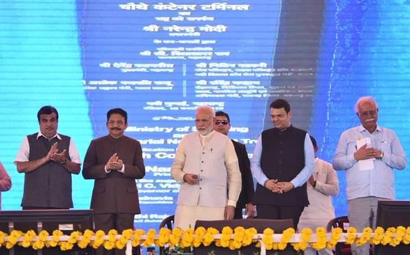Ινδός PM Narendra Modi αφιερωμένο στο έθνος το 4ο τερματικό εμπορευματοκιβωτίων που κατασκευάστηκε στο Navi Mumbai. Φωτογραφία: Nitin Gadkari