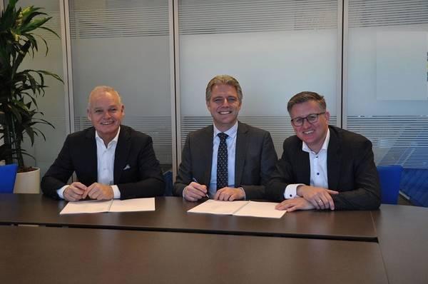 من اليسار إلى اليمين: ويل فيرستيجنن (بت)، إميل هوغستيدن (ميناء روتردام) ولوك سميتس (كت). صور: ميناء سلطة روتردام