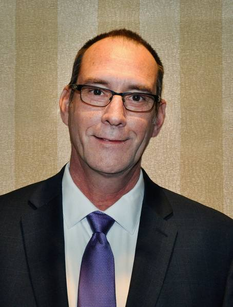 جاس جاسباردو ، رئيس شركة باديلفورد باكيت بوت.
