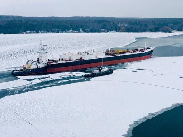 ATB, буксир RONNIE MURPH и баржа KIRBY 155-03 покидают судостроительный завод Fincantieri Bay в заливе Стерджен, штат Висконсин. (Фото: Fincantieri)