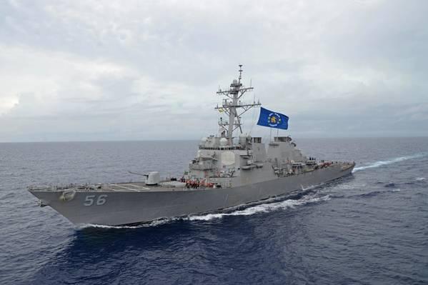 Destruidor de mísseis guiados da classe Arleigh Burke, USS John S. McCain (DDG 56) (foto da Marinha dos EUA)