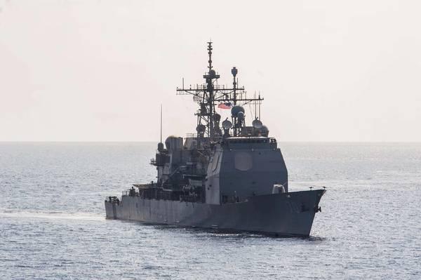 Foto de archivo oficial de la Armada de los EE. UU. Del crucero de misiles guiados de clase Ticonderoga USS Lake Erie (CG 70).