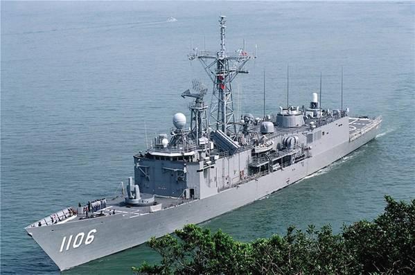ROCS Юэ Фэй (PFG-1106) является одним из поверхностных бойцов ROCN. Он был построен на Тайване по проекту ракеты-фрегата «Оливер Хазард Перри» ВМС США. (Фото ROCN)