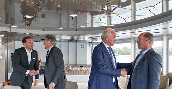 Von links nach rechts: Rik Pek (Geschäftsführer Broekman Logistics); Emile Hoogsteden (Direktor Container, Breakbulk & Logistics von der Hafenbehörde Rotterdam); Willem-Jan de Geus (Direktor Metaaltransport) und Peter van der Pluijm (Direktor RHB). Foto: Marc Nolte / Hafenbehörde von Rotterdam