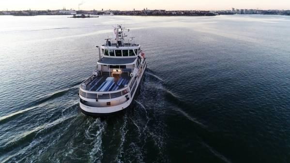 Un ferry autónomo durante las pruebas en el mar (ABB)