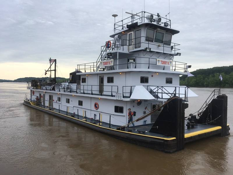 campbell acquires barges  towboats from acbl