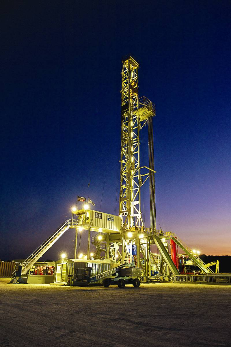 New-well oil production per rig is higher in the eagle ford