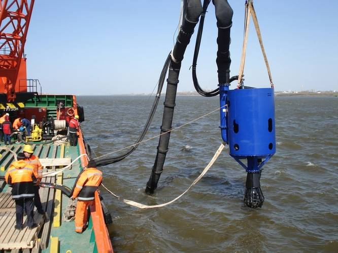 A complete dredging package consisting of a DOP350 with a sand production head, discharge hoses, a separate power pack etc