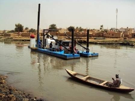 A Series 670 Dragon used for canal cleaning in Iraq