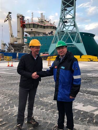 Acta Marine signs up with Ulstein Verft for the construction of their new SOV vessel, from left Rob Boer (AM) and Kristian Sætre (UVE) (Photo: Ulstein Group)