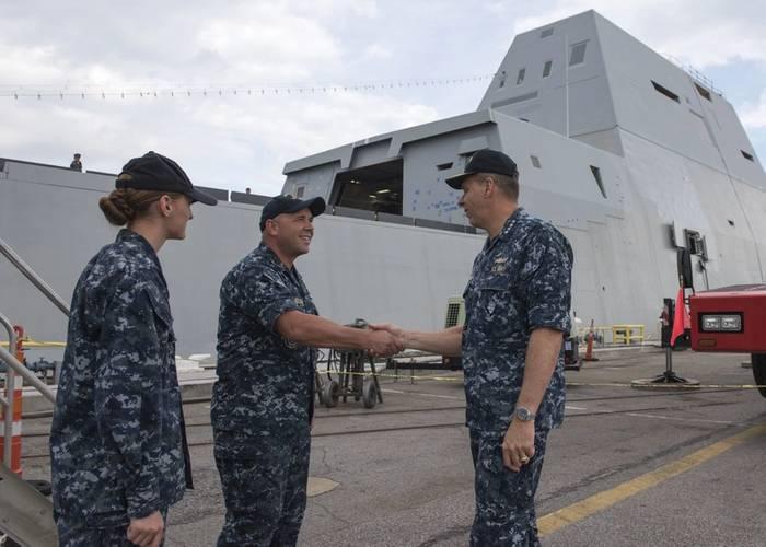 Adm. Phil Davidson, commander, U.S. Fleet Forces Command, greets Sailors assigned to future guided-missile destroyer USS Zumwalt (DDG 1000) at Naval Station Norfolk. (U.S. Navy Photo by Matthew Bash)