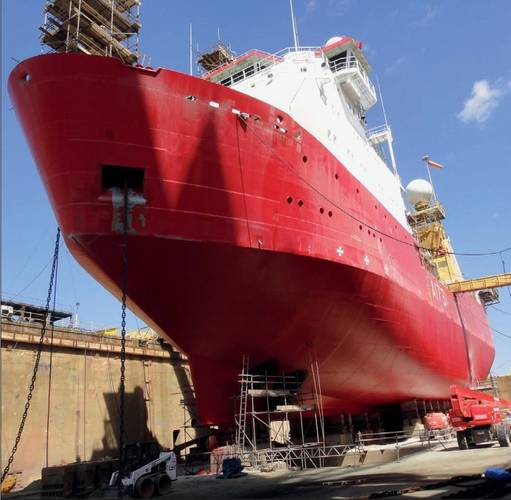After Ecospeed application the hull of the vessel is protected against even the harsh icy condition of the Antarctic region. (Photo: Hydrex)